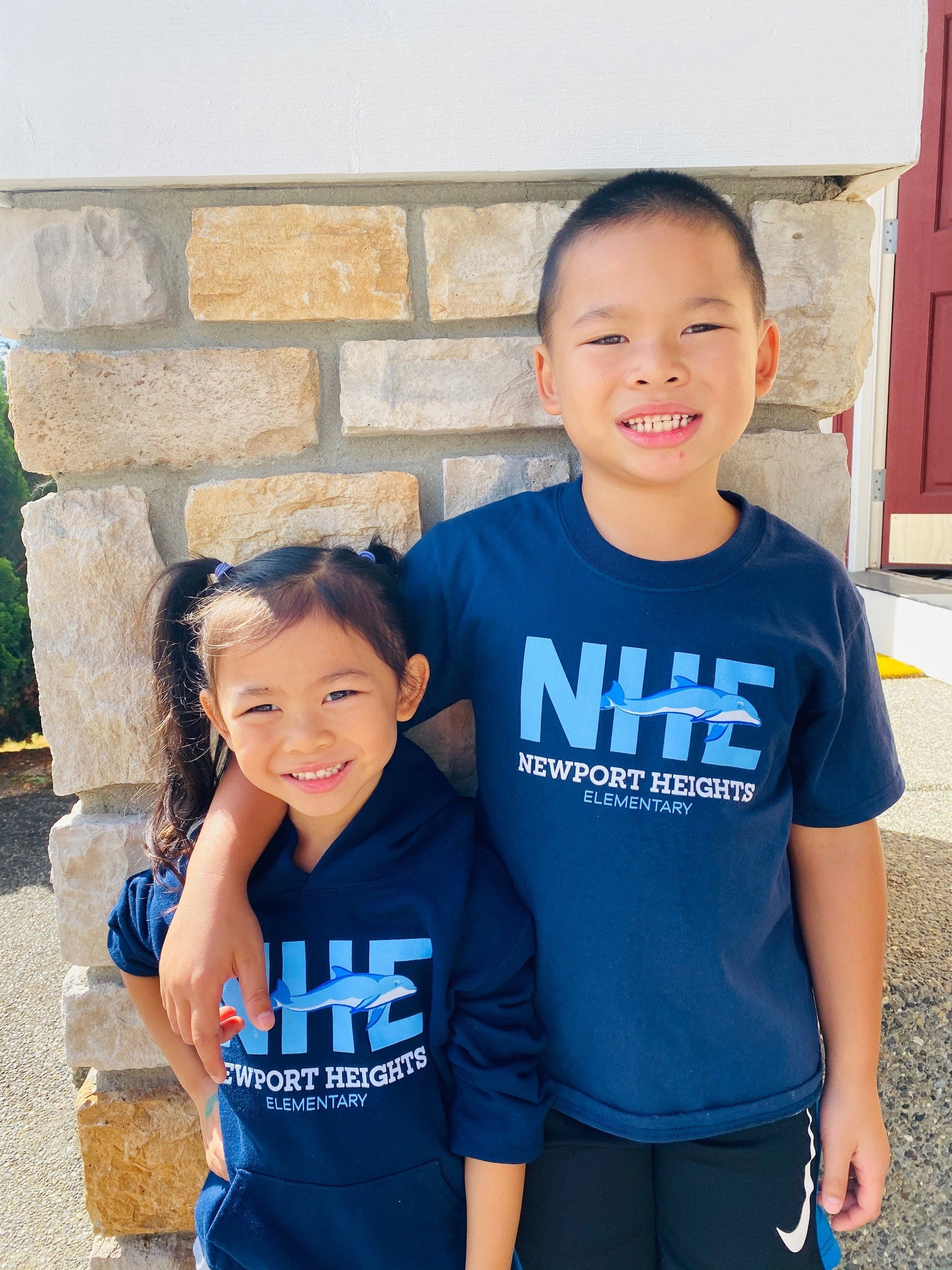 students wearing Newport Heights elementary shirts