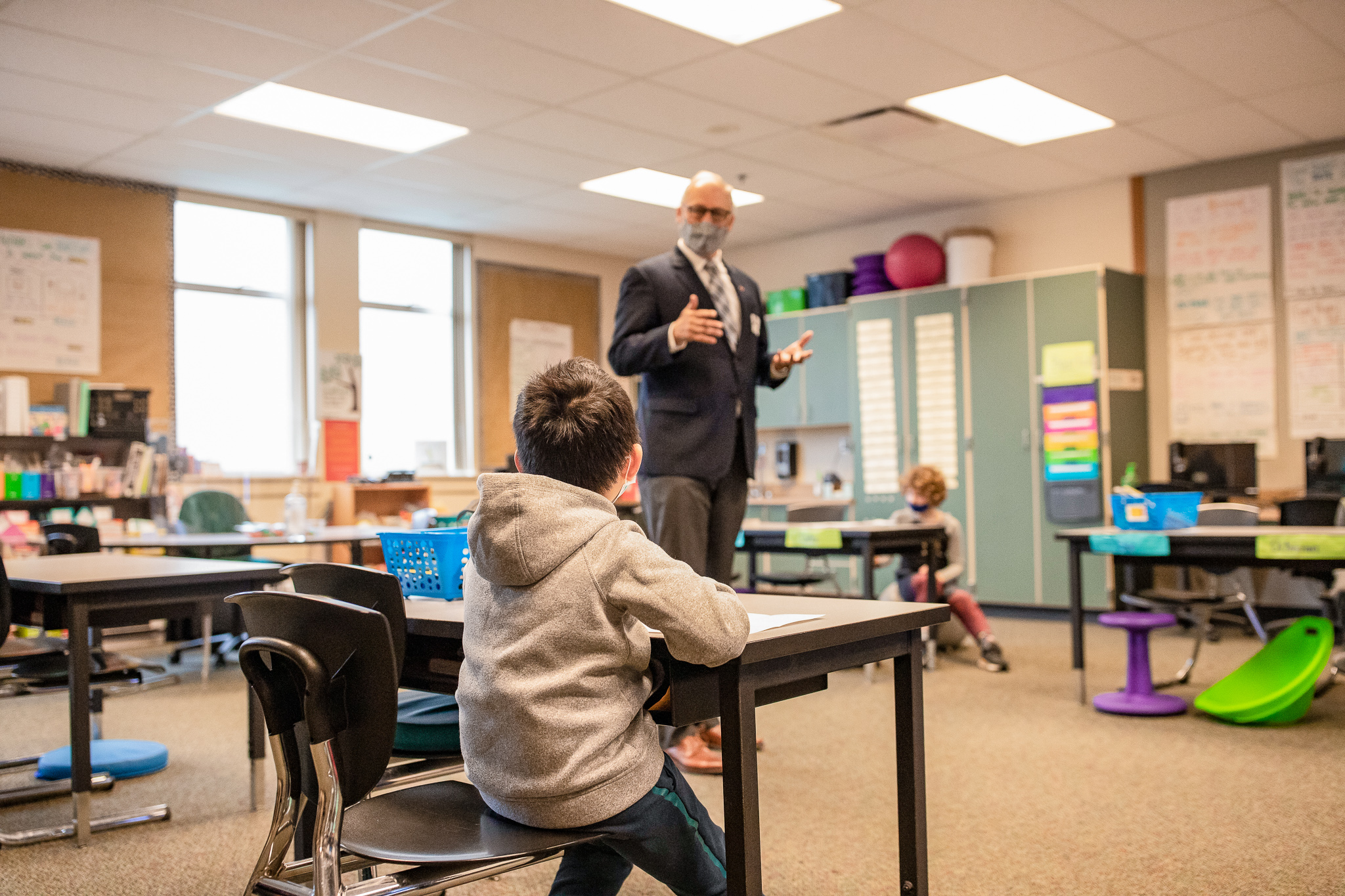 Governor Jay Inslee talks to students