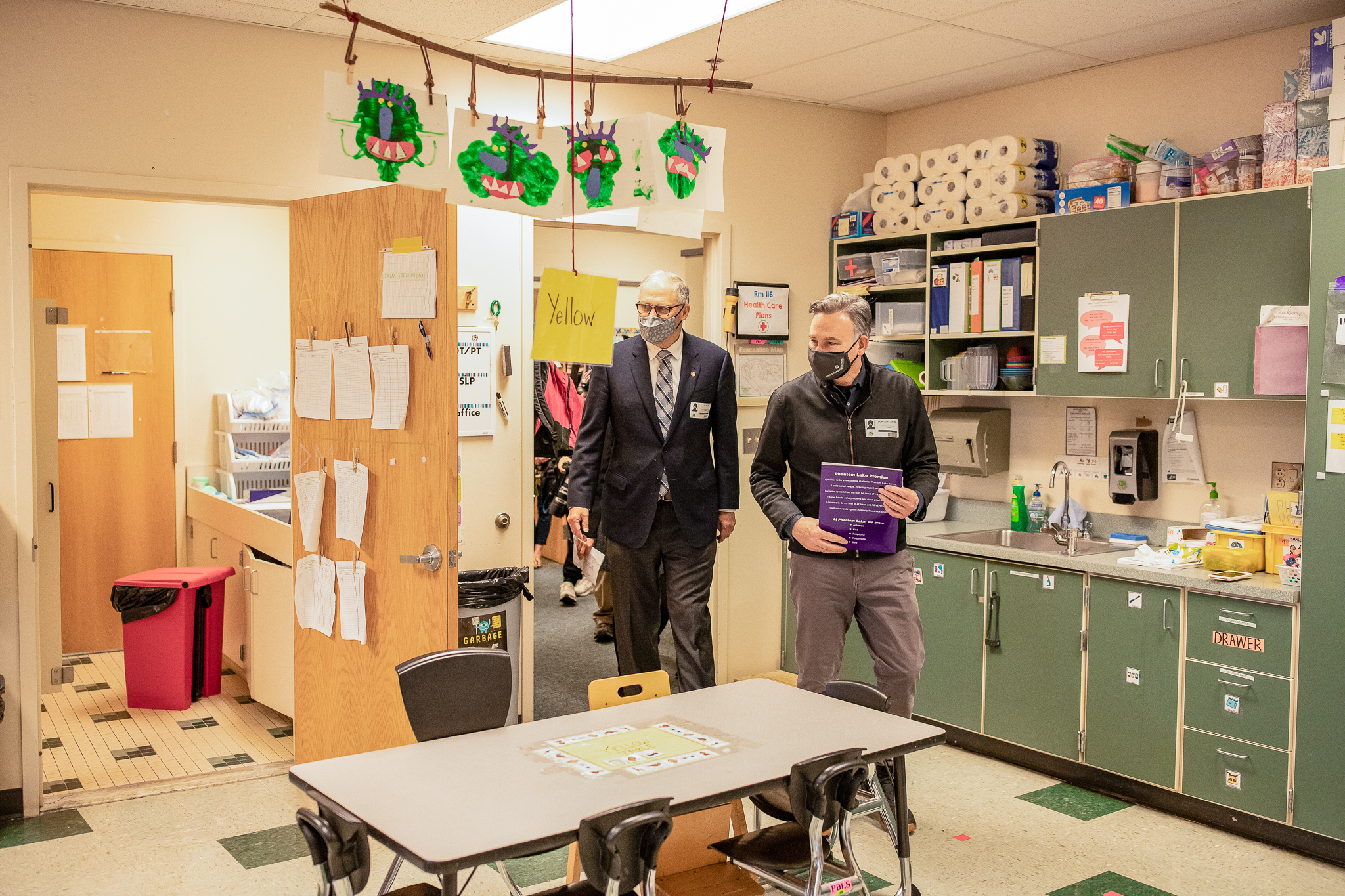 Governor Jay Inslee and King County Executive Dow Constantine visit a classroom